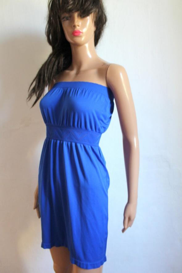 Niebieska sukienka bez ramiączek r S...
