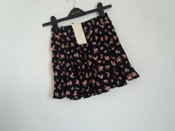 28 Spódniczka floral Bershka XSS