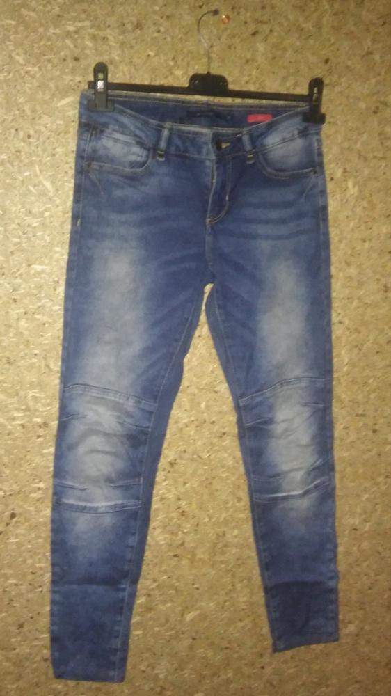 Reserved Elastyczne jeansy rurki z przeszyciami 36...