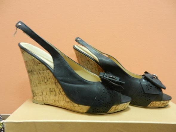 Sandały czarne koturn korek open toe 39