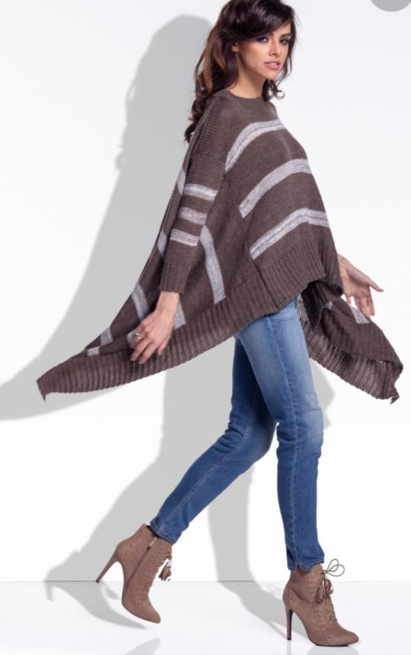 Asymetryczny sweter w paski...