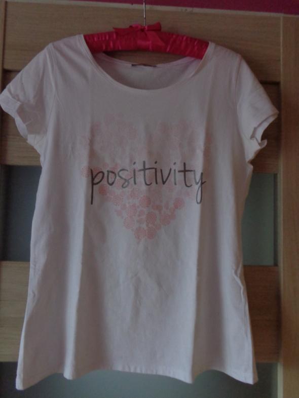 Biały Tshirt z nadrukiem i napisem...