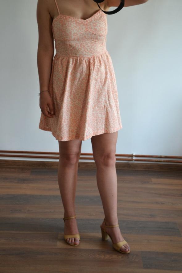 Letnia zwiewna rozkloszowana sukienka H&M