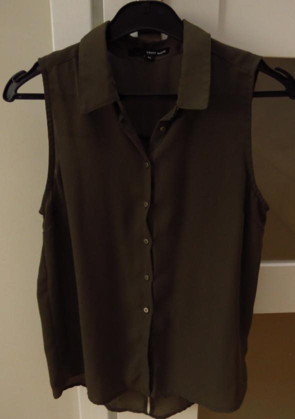 bluzka khaki wycięcia z tyłu kołnierzyk...