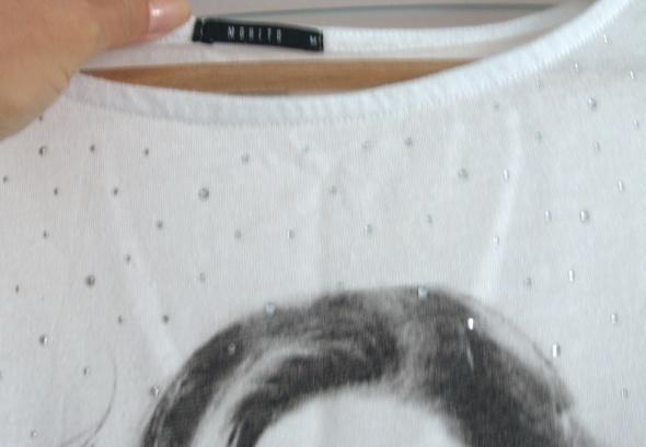 Biała bluzka koszulka z nadrukiem...