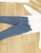 Spodnie chinosy reserved i biała koszula...