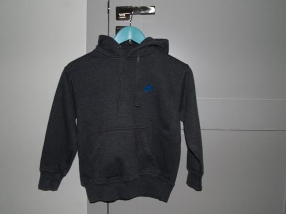 Nike bluza kangurka dla smyka 110 w Bluzy Szafa.pl