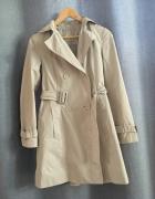 Wiosenny beżowy płaszcz...