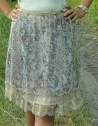 beżowa spódnica w kwiatki z koronką...