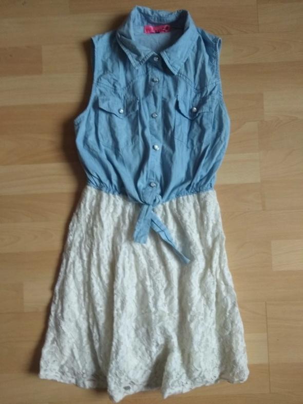 Śliczna sukienka z wiązaną koszulową górą