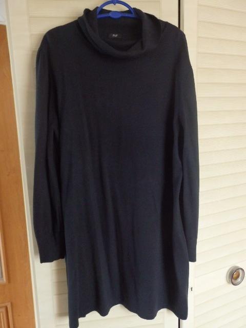 Czarna sweterkowa sukienka z golfem