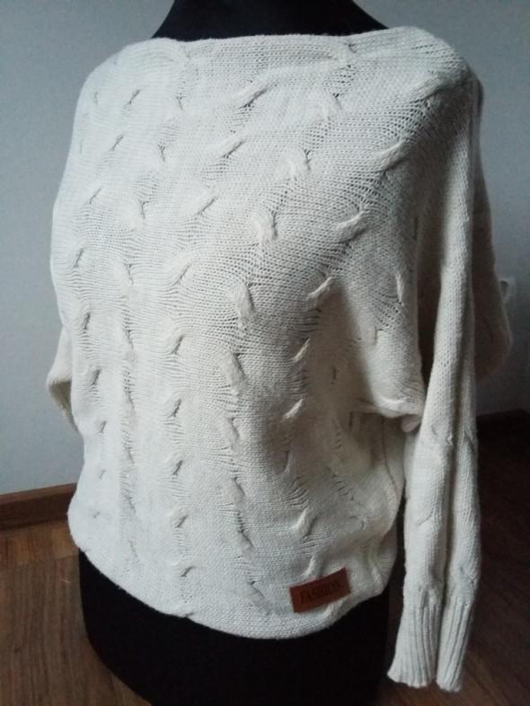 Sweterek nude