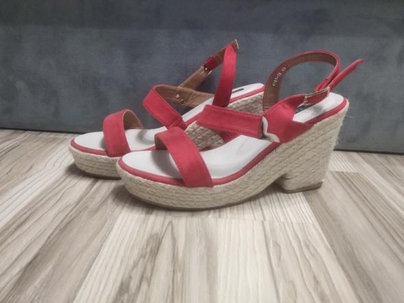 Koturny Czerwone buty na koturnie