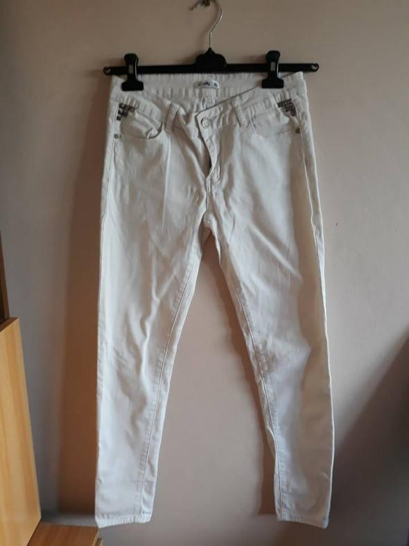 Białe dzinsy rurki na lato sinsay M rozmiar 38
