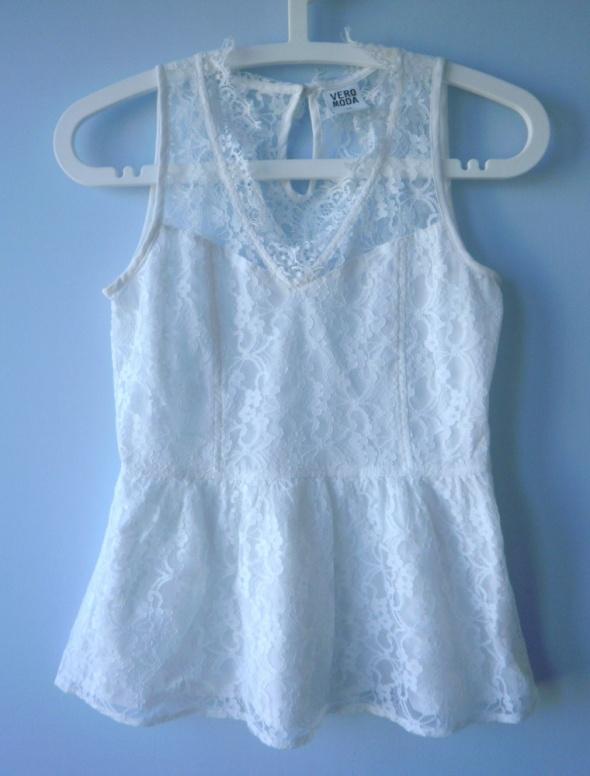 Vero Moda biała bluzka koronkowa gipiura baskinka