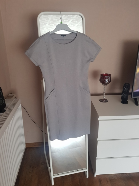 szara sukienka oversize top secret