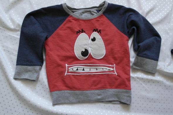 Czerwona bluza z oczami 92