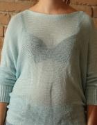 Modny sweterek opadający oversize wiązany z tyłu...