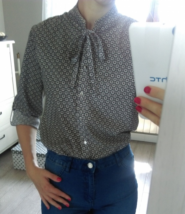 Koszula wzorek wiązana przy szyi S