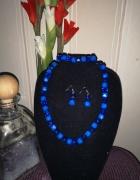 komplet niebieskiej biżuterii...