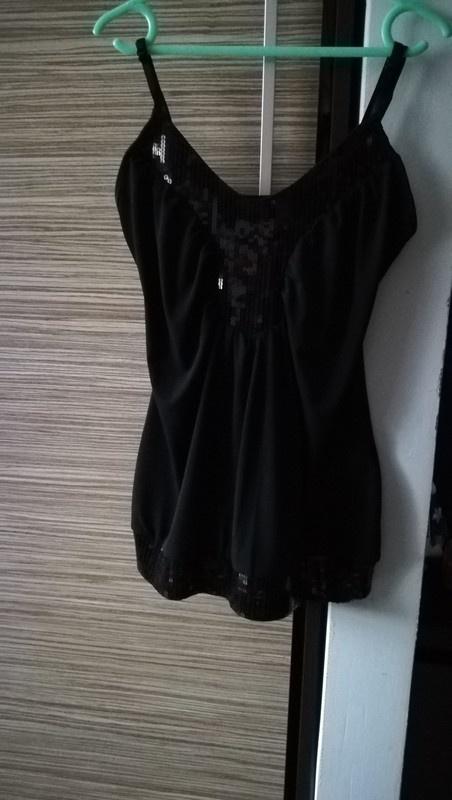 Czarna bluzeczka na ramiączka z cekinami