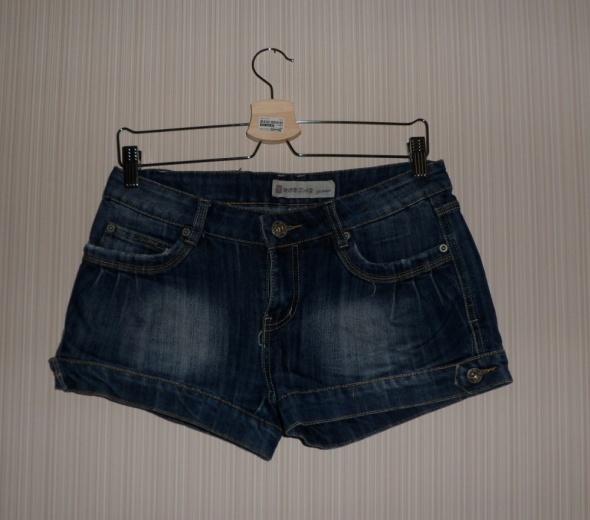 Krótkie spodenki jeansowe przecierane Monday jeans