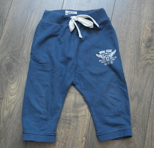 Dresowe spodnie obniżonym krokiem 82