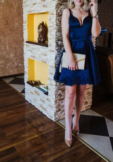 granatowa sukienka satynowa ażurowa XS S