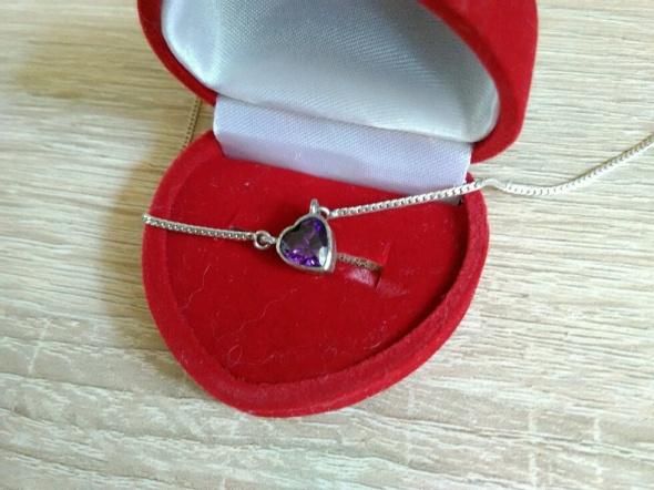 naszyjnik serduszko z fioletowym kamieniem