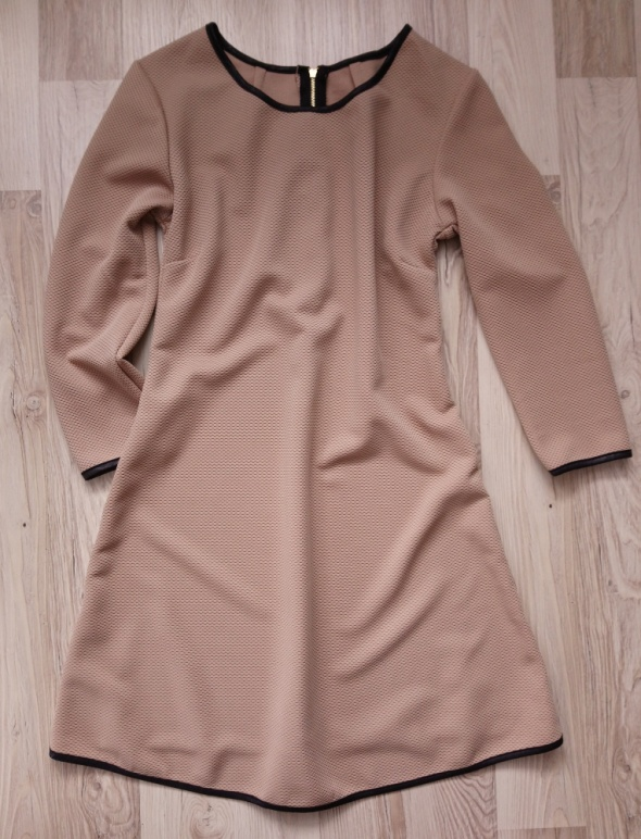 Trapezowa sukienka w kolorze cappuccino