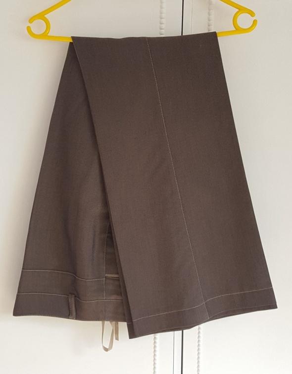 d508c216953803 Proste rozszerzane spodnie garniturowe 40 L eleganckie w kant brązowe