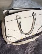 torebka kuferek beżowa z aplikacją długi pasek primark...