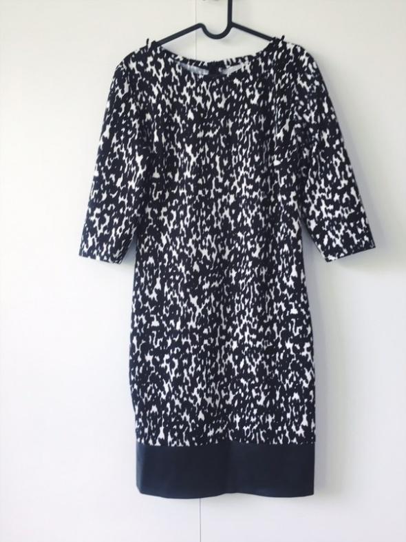 włoska sukienka we wzory czarno biała efektowna S M
