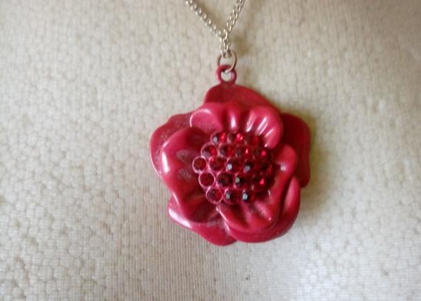 złoty łańcuszek z czerwonym kwiatkiem cyrkonie