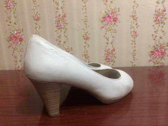 Klasyczne białe skórzane buty czółenka Tamaris Niemcy