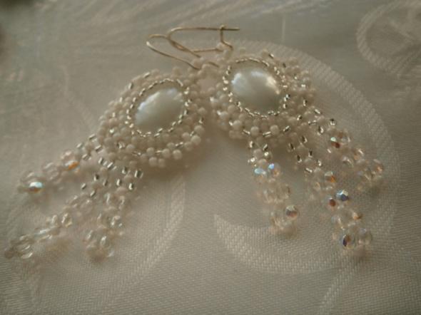 Białe kolczyki peyote kaboszon ślub