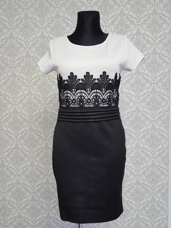kremowo czarna sukienka z koronką Lustre...