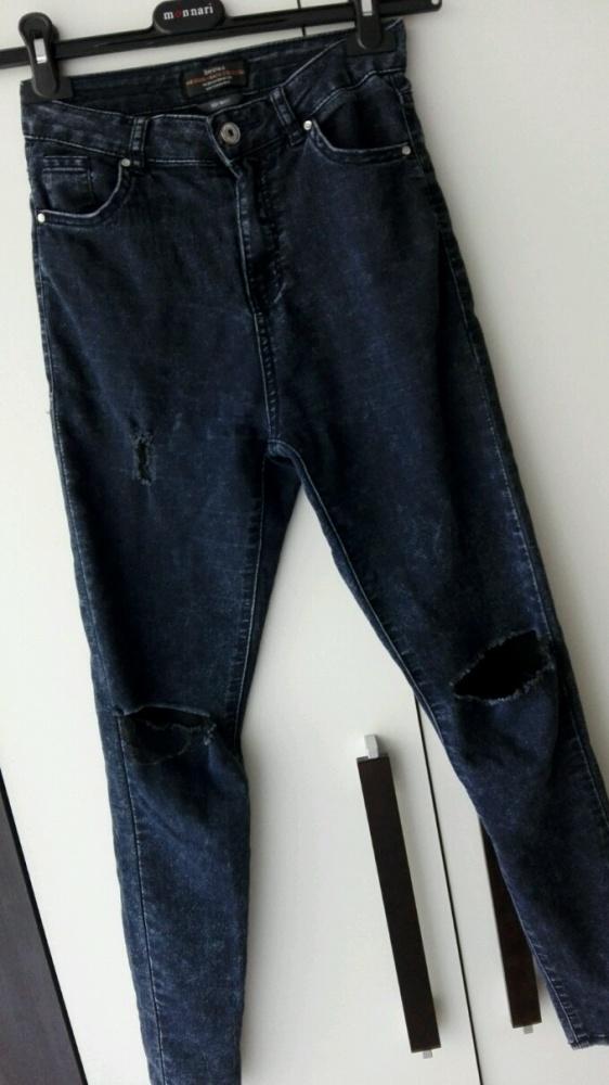 Spodnie rurki dziury bershka wysoki stan
