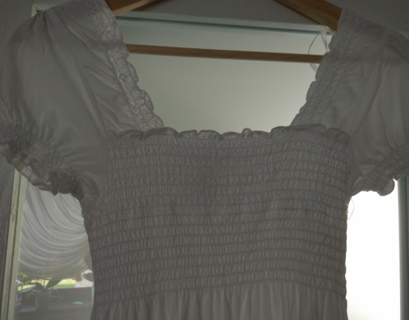 Biała bluzka tunika marszczony dekolt hiszpanka