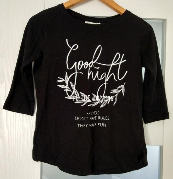 Czarna bluzka z nadrukiem bershka