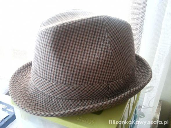 kapelusz w kratkę