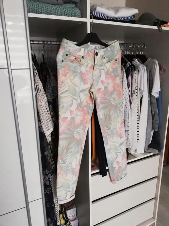 AJC spodnie w kwiaty