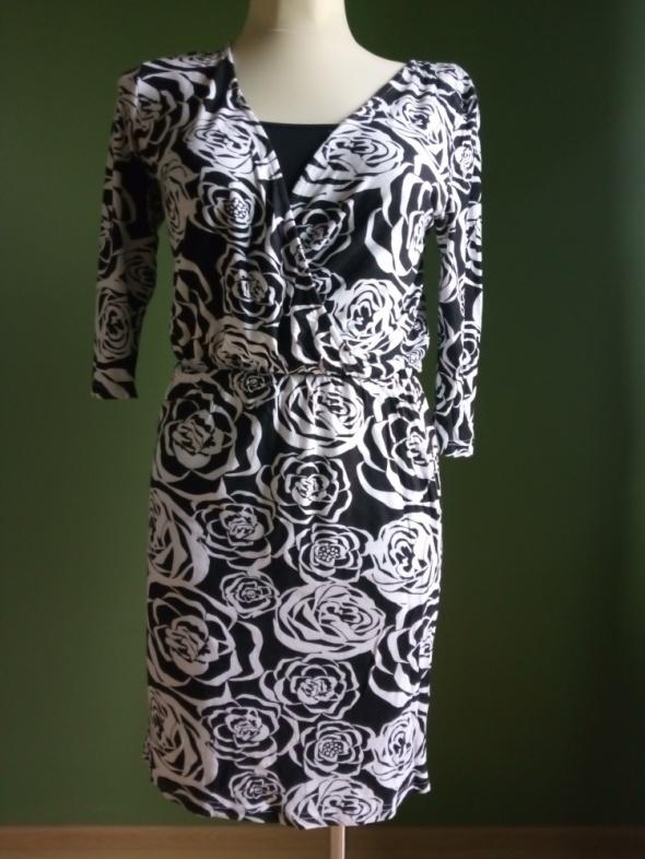 Sukienka kopertowa 38 w róże
