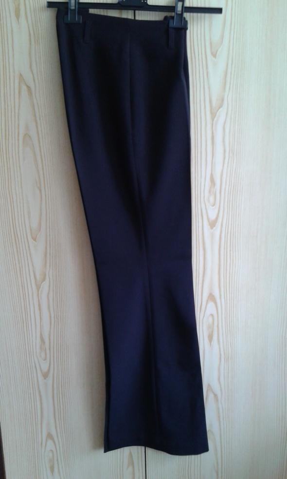 Czarne eleganckie rozszerzane spodnie w kant 34 XS