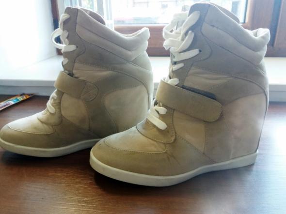 zamszowe buty 38 na koturnie...