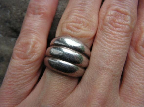 Masywny srebrny pierścionek