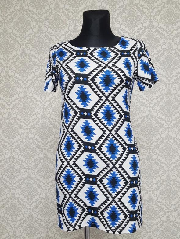 biało niebiesko czarna sukienka Cameo Rose...