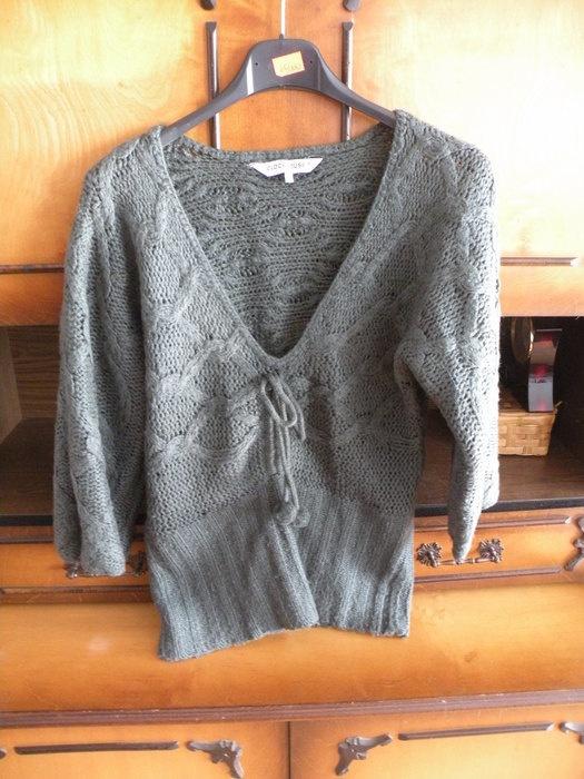Sweterek z pomponami