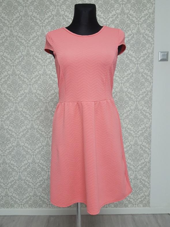 rózowa sukienka Dorothy Perkins...