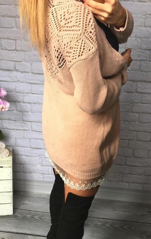rozowy sweterek z białą koronką wzory